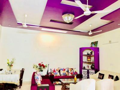 Gallery Cover Image of 200 Sq.ft 4 BHK Independent House for buy in Ranjit Avenue for 7800000