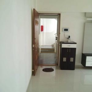 Gallery Cover Image of 1500 Sq.ft 3 BHK Apartment for rent in Kothrud for 28000