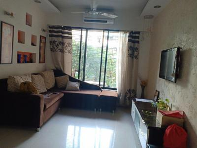 Gallery Cover Image of 850 Sq.ft 2 BHK Apartment for rent in Kandivali East for 38000