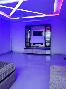 Gallery Cover Image of 875 Sq.ft 2 BHK Apartment for buy in Powai for 15500000