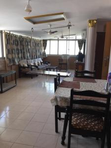 Gallery Cover Image of 750 Sq.ft 1 BHK Apartment for rent in Khar West for 55000