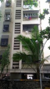 Gallery Cover Image of 800 Sq.ft 2 BHK Apartment for buy in Prabhadevi for 35000000