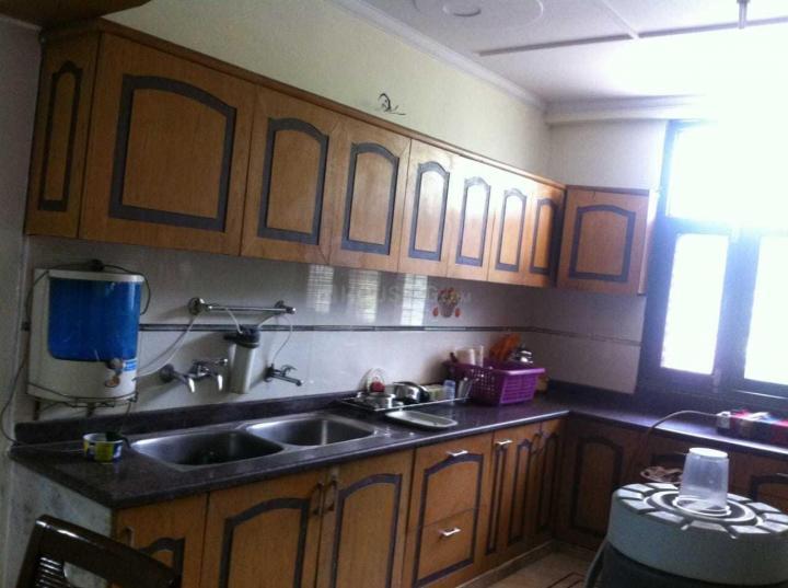वसुंधरा में गणपती पीजी अकॉमोडेशन में किचन की तस्वीर