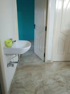 Bathroom Image of 645 Sq.ft 2 BHK Apartment for buy in Anakaputhur for 3300000