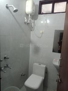 सेक्टर 15 में रॉयल पीजी के बाथरूम की तस्वीर