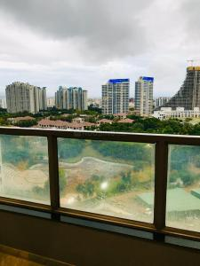 Gallery Cover Image of 1605 Sq.ft 3 BHK Apartment for rent in Hadapsar for 35000