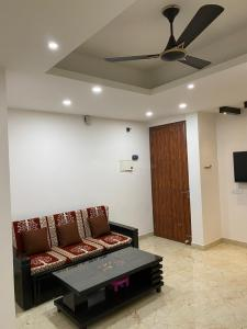 Living Room Image of 995 Sq.ft 2 BHK Independent Floor for rent in Royal Residency, sector 73 for 25000