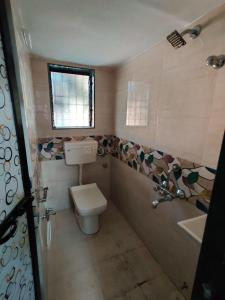 Gallery Cover Image of 700 Sq.ft 2 BHK Apartment for rent in Prabhadevi for 55000
