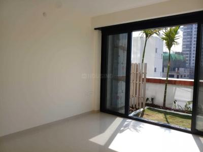 Gallery Cover Image of 1020 Sq.ft 2 BHK Apartment for rent in Kharadi for 31000