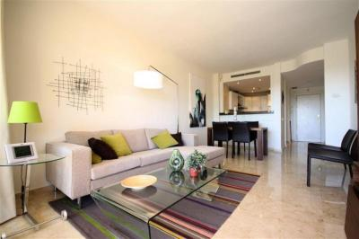 Gallery Cover Image of 1870 Sq.ft 3 BHK Apartment for buy in Goregaon West for 30900000