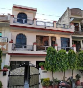 Gallery Cover Image of 1800 Sq.ft 4 BHK Independent House for buy in Dhakoli for 8500000