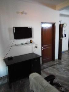Gallery Cover Image of 1350 Sq.ft 2 BHK Independent House for rent in Sector 49 for 20000