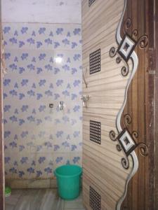 Bathroom Image of Agarwal PG in Shakarpur Khas