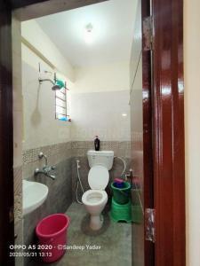न्यू थिप्पसंदरा में एसएलवी लक्ज़री पीजी फो लेडिज में बाथरूम की तस्वीर