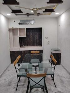 Gallery Cover Image of 3100 Sq.ft 4 BHK Apartment for rent in Punjagutta for 60000