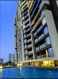 Gallery Cover Image of 2350 Sq.ft 4 BHK Apartment for rent in Bandra East for 250000