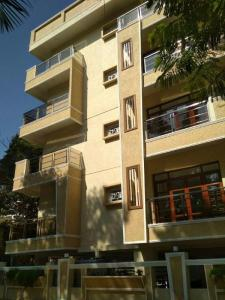 Gallery Cover Image of 1640 Sq.ft 1 BHK Apartment for buy in Cooke Town for 16500000