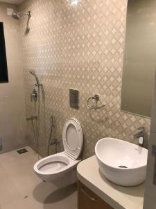 Gallery Cover Image of 780 Sq.ft 3 BHK Apartment for rent in Chembur for 49000