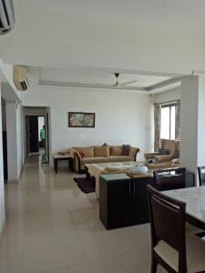 Gallery Cover Image of 2150 Sq.ft 3 BHK Apartment for rent in Worli for 200000