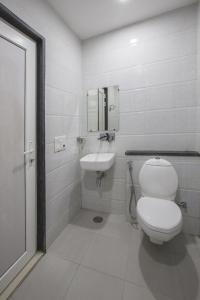 Common Bathroom Image of Stanza Living Tokyo House in Moti Bagh
