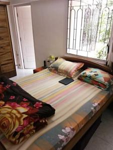 Gallery Cover Image of 1050 Sq.ft 2 BHK Apartment for rent in Juhu for 65000