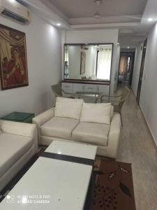 Gallery Cover Image of 1250 Sq.ft 1 BHK Independent Floor for rent in East Of Kailash for 45000