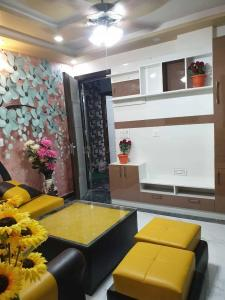 Gallery Cover Image of 850 Sq.ft 3 BHK Independent Floor for buy in Uttam Nagar for 4021000
