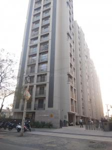 Gallery Cover Image of 1400 Sq.ft 3 BHK Apartment for rent in Goyal Orchid Divine, Bopal for 18000