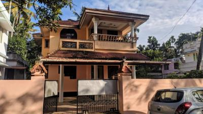 Gallery Cover Image of 1550 Sq.ft 3 BHK Independent House for rent in Maradu for 14000