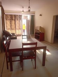 Gallery Cover Image of 1450 Sq.ft 2 BHK Independent Floor for rent in Sector 41 for 22000