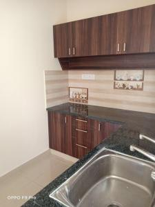 Gallery Cover Image of 700 Sq.ft 1 BHK Independent Floor for rent in Murugeshpalya for 15000