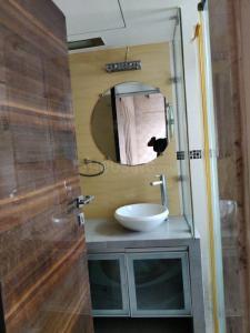 Common Bathroom Image of Goregaon Boy PG in Malad East
