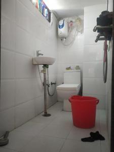 लक्ष्मी नगर में वैष्णवी पीजी में बाथरूम की तस्वीर