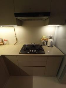 Gallery Cover Image of 700 Sq.ft 1 BHK Apartment for buy in One Hiranandani Park, Thane West for 12500000