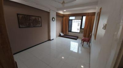 Gallery Cover Image of 480 Sq.ft 1 RK Apartment for rent in Khar West for 35000