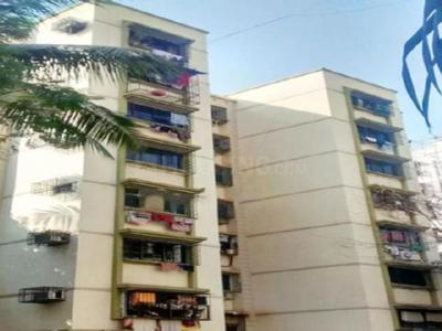 Gallery Cover Image of 900 Sq.ft 2 BHK Apartment for rent in Malad West for 32000