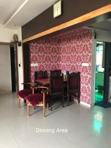 Gallery Cover Image of 1620 Sq.ft 3 BHK Apartment for buy in Madhuram Apartment, Naranpura for 9000000