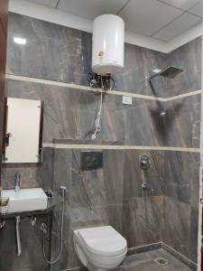 Gallery Cover Image of 1300 Sq.ft 3 BHK Independent Floor for buy in Niti Khand for 6500000