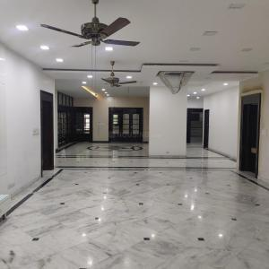 Gallery Cover Image of 15000 Sq.ft 8 BHK Independent House for buy in Sainik Farm for 160000000