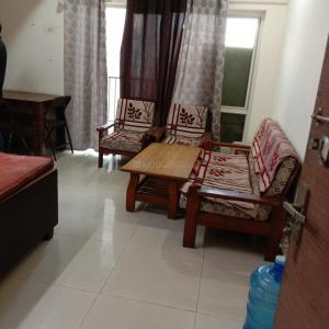 Gallery Cover Image of 1105 Sq.ft 2 BHK Apartment for rent in Panchsheel Greens 2, Noida Extension for 18000