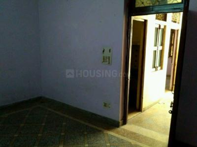Gallery Cover Image of 500 Sq.ft 1 BHK Independent House for rent in Manglapuri for 4000
