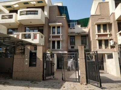 Gallery Cover Image of 2200 Sq.ft 3 BHK Independent Floor for rent in Sector 54 for 35000