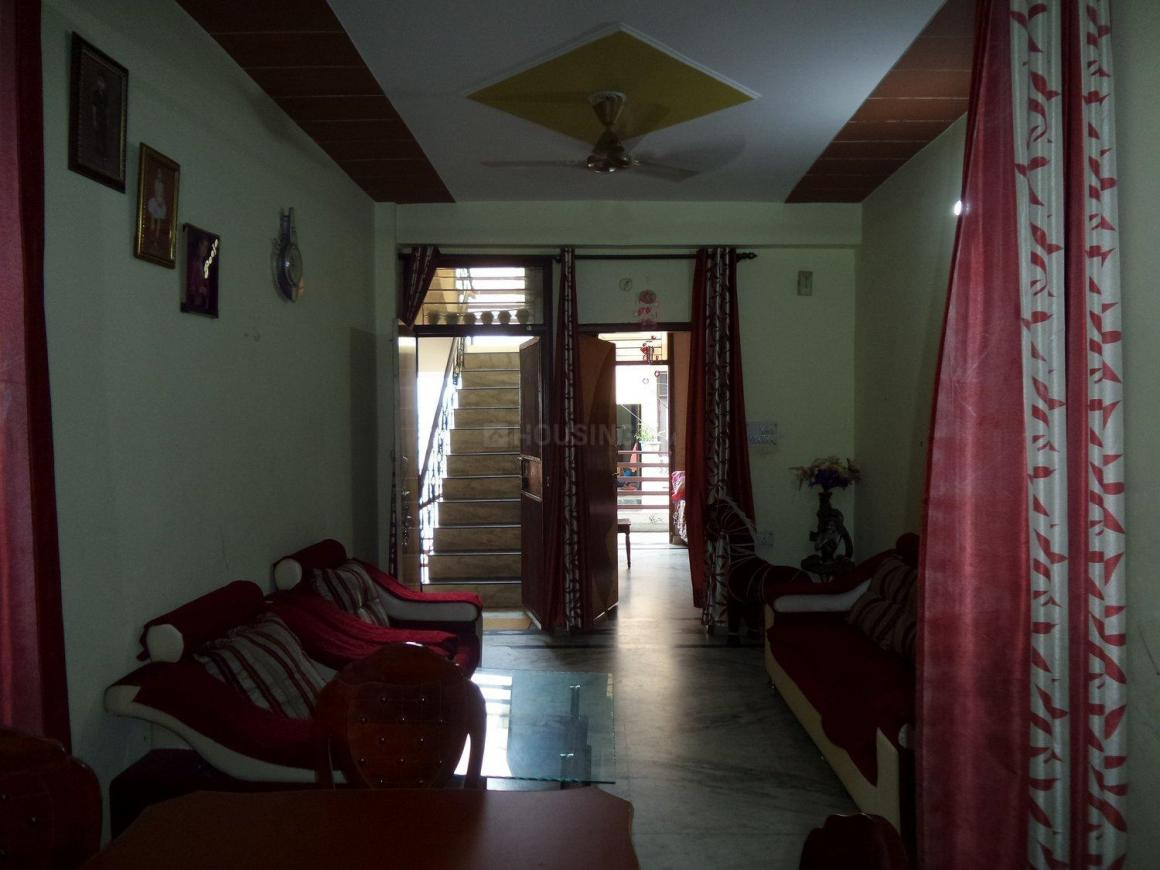 Living Room Image of 900 Sq.ft 2 BHK Apartment for buy in Shastri Nagar for 3500000