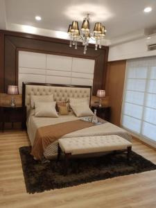 Gallery Cover Image of 1250 Sq.ft 3 BHK Apartment for buy in Kurla East for 29500000
