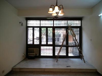 Gallery Cover Image of 1550 Sq.ft 3 BHK Apartment for buy in Vasant Kunj for 26000000