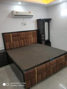 Gallery Cover Image of 900 Sq.ft 2 BHK Apartment for rent in Saket for 25000