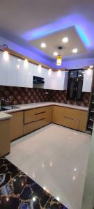 Gallery Cover Image of 900 Sq.ft 3 BHK Apartment for buy in Dwarka Mor for 5550000