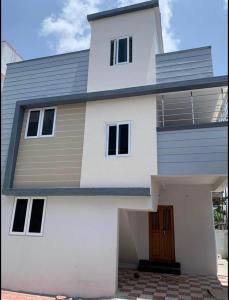 Gallery Cover Image of 1300 Sq.ft 3 BHK Independent House for buy in Semmancheri for 5300000