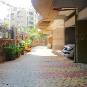 Gallery Cover Image of 900 Sq.ft 2 BHK Apartment for rent in Dheeraj Sagar, Malad West for 32000