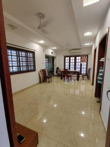 Gallery Cover Image of 3250 Sq.ft 4 BHK Villa for buy in Besant Nagar for 40000000